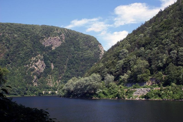 Mt Minsi and Mt Tammany split by the Delaware River in Delaware Water Gap National Recreation Area