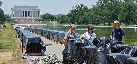 2014 interns at the National Mall.