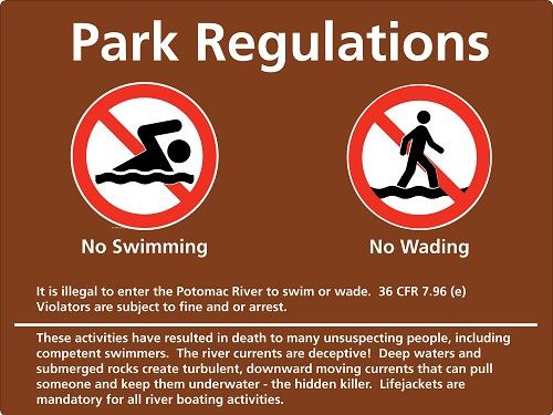 Park sign identifying that it is illegal to swim or wade in the Potomac River