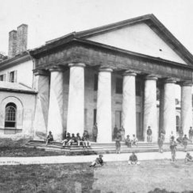 Photo of Union troops in front of Robert E. Lee's home