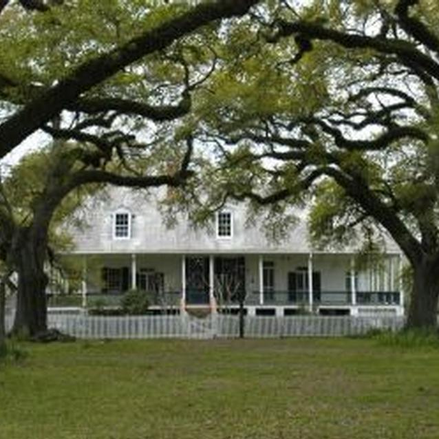 Modern photo of Oakland Plantation in Natchitoches, Louisiana, part of Cane River Creole National Historical Park.