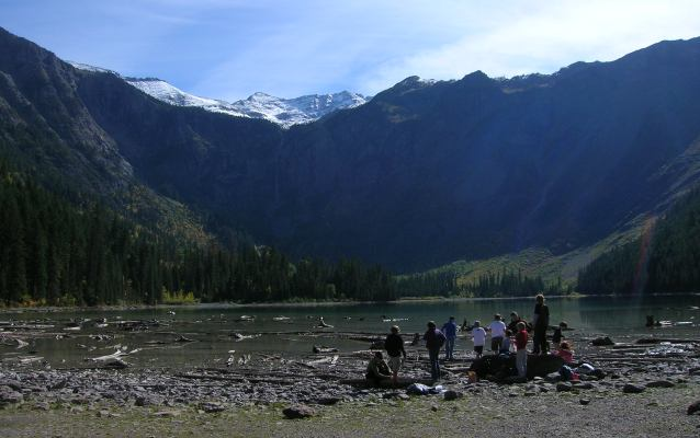 Earth science field trip on the Avalanche Lake Trail