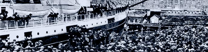 Masses board ships to the Klondike