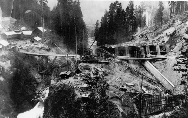 Equipment at work to build the Elwha Dam without fish ladders.