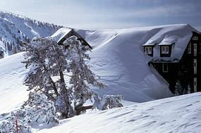 Crater Lake Lodge in deep snow
