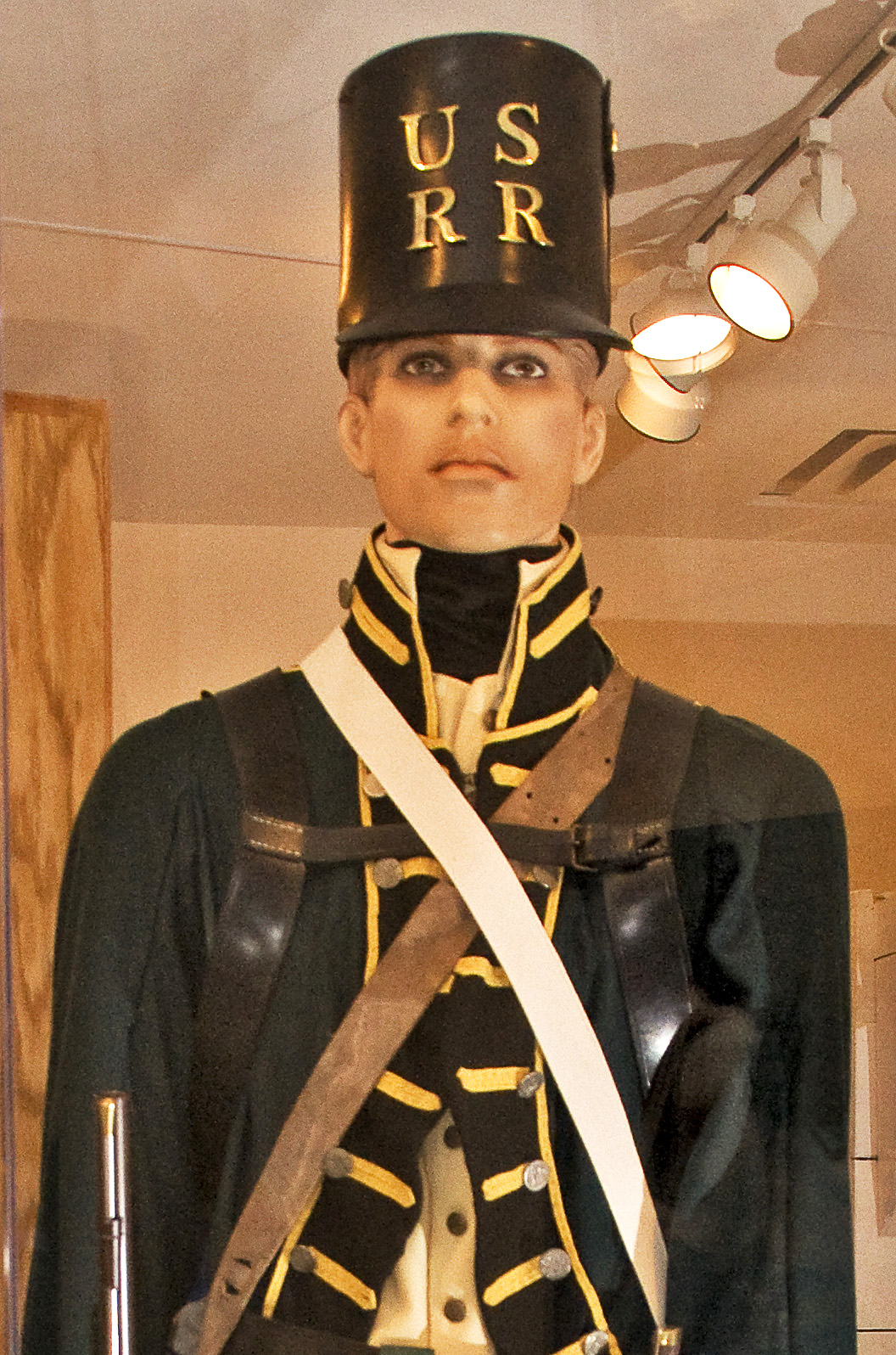 A United States of America soldier in a uniform that was worn in the War of 1812.