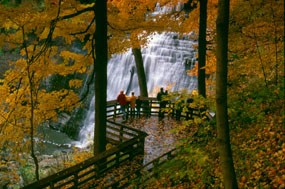 CVNP_visitors_observe_Brandywine_Falls_in_fall1_©Tom_Jones_285