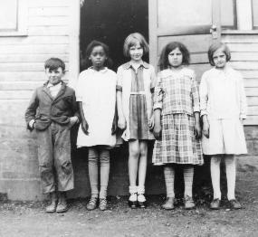 Everett school house and students.