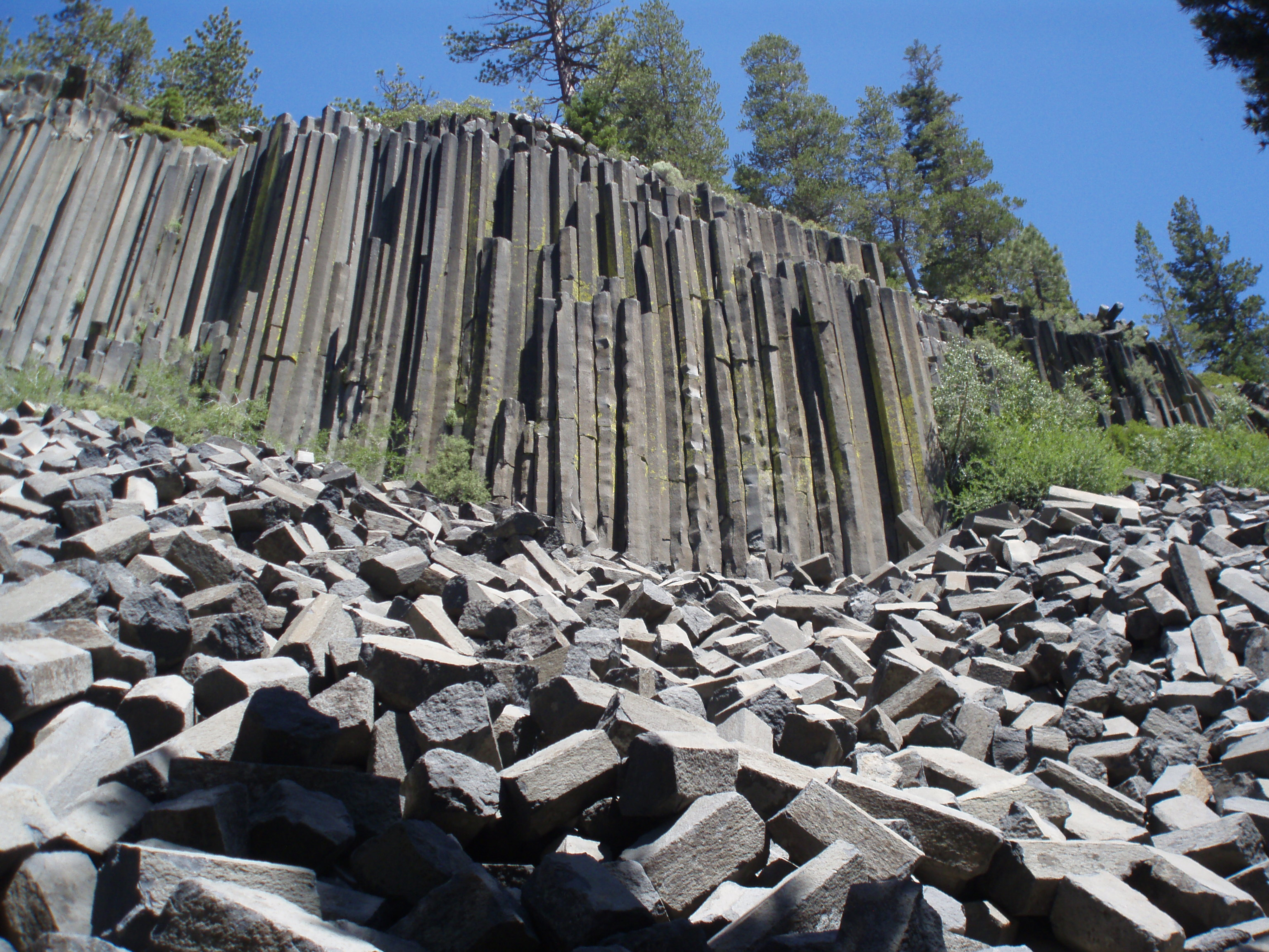 an essay on the camp devils postpile Once off the bus, the hike out to devil's postpile itself was short and easy the postpile is a curious array of volcanic columns that, upon cooling, formed into regular, hexagonal basalt posts jutting out of the earth about 60 feet into the sky.