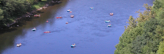 Rubbber rafts on a stretch of river seen from above