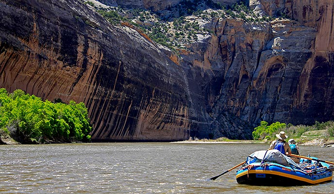 A raft approaches the Tiger Wall along the Yampa River.