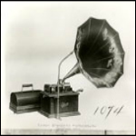 Fireside phonograph with Cygnet horn