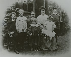 Avis Hope, seated and surround by her six children, facing the camera