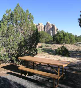 Image of picnic table in the El Morro picnic area