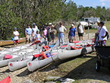 A group prepares to canoe along Ten Thousand Islands