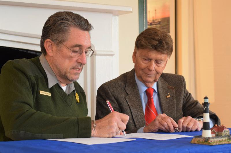 Fire Island National Seashore Superintendent Chris Soller and Fire Island Lighthouse Preservation Society President Bob LaRosa sign new partnership agreement.