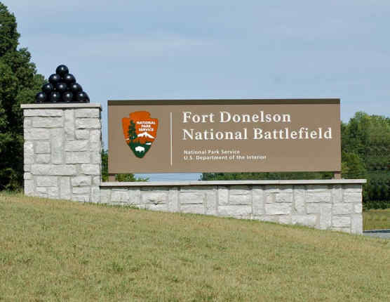 Fort Donelson entrance sign