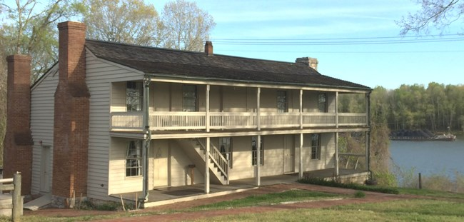 Dover Hotel, located on the bank Cumberland River.