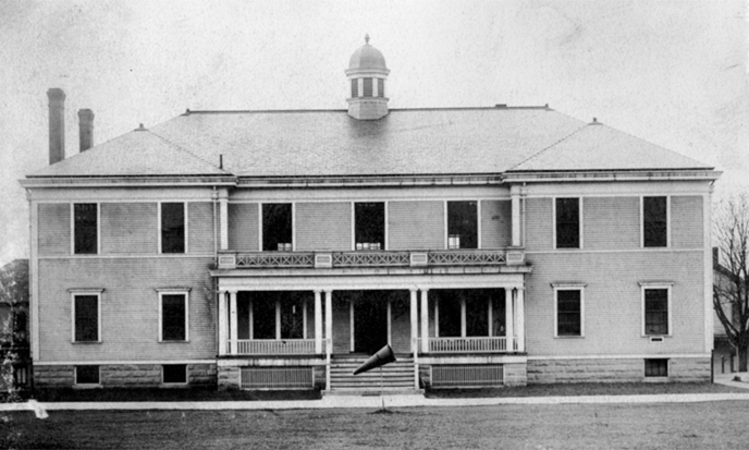 Historic photograph of the front (north) side of Building 991, shortly after its completion in 1906.
