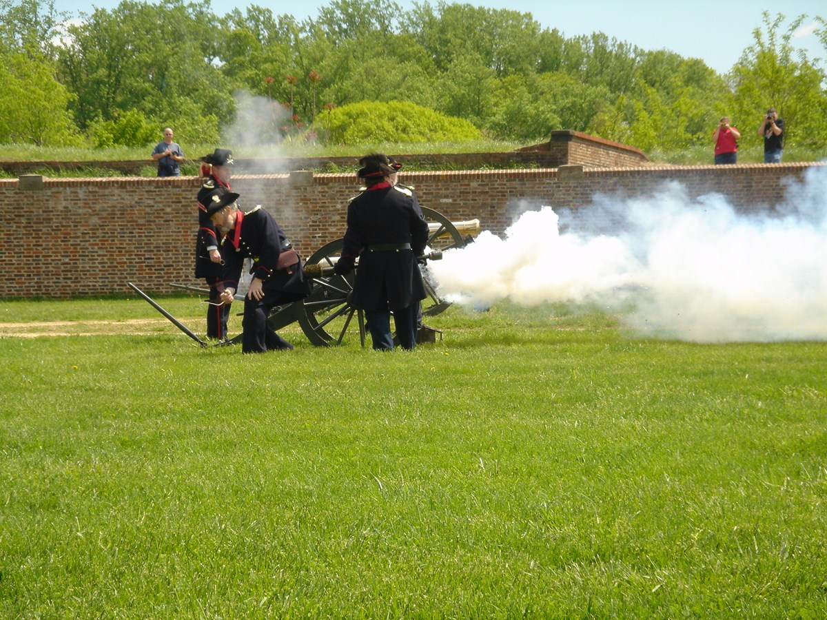 Fort Washington volunteers firing the park's mountain howitzer