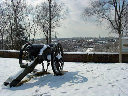 Artillery over looking city of Fredericksburg