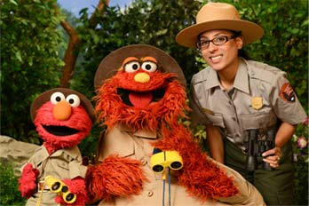 Ranger Shalini shows Elmo and Murray the wonders of Gateway