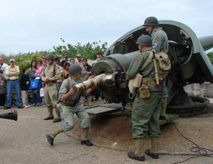 The Army Ground Forces Association demonstrates how to load the big guns at Battery Gunnison.