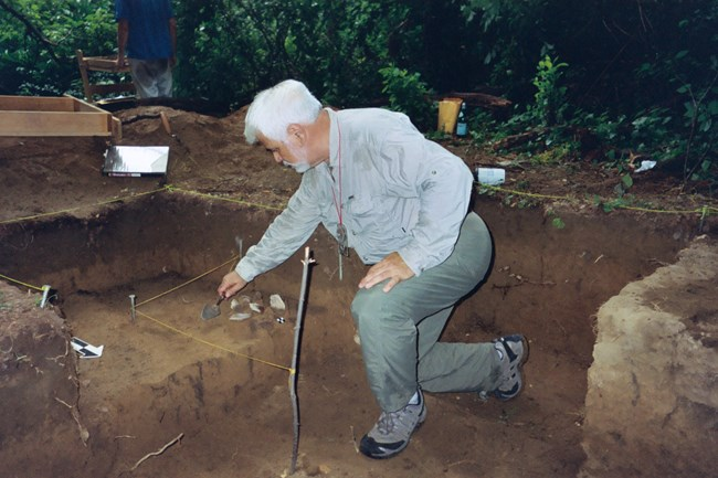 Anthropologist Tom Lake at Woodlawn Manor dig