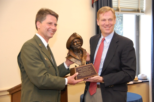 Scott Emmerich accepts 2010 Harry Yount Award