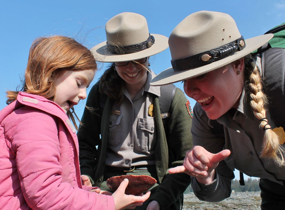 Rangers share intertidal life with kids