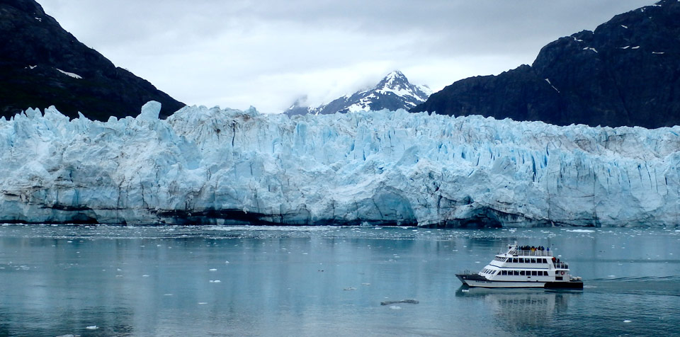 Day tour boat visits Margerie Glacier