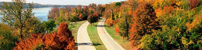 A wide shot of the George Washington Memorial Parkway in the fall.