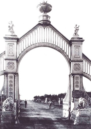 historic image of Sutro Heights front entrance