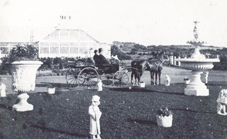 historic image of visitors in horse-drawn carriage in Sutro Heights garden