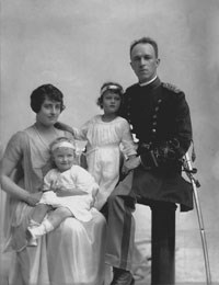 Major Dana Crissy, his wife Bee and their two daughters, Yvonne and Charmy, circa 1916