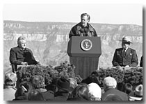 PRES BILL CLINTON, INT SEC BRUCE BABBITT, HOPI POINT, 2000