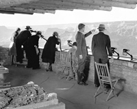 05829 NATURALIST EDWIN MCKEEE SHOWS THE CANYON TO VISITORS AT YAVAPAI OBSERVATION STATION. 1930