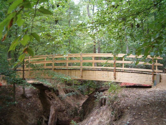 a picture of the new bridge on the Perimeter Trail located near the entrance of the park