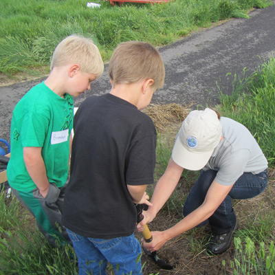 TRT Planting flowers with kids