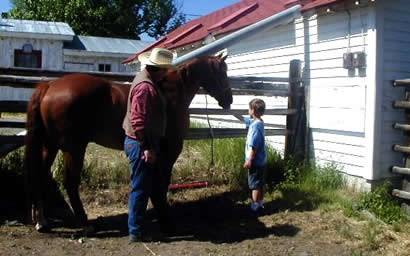 A ranger showing Stony the horse to kids while talking about a cowboy's life.