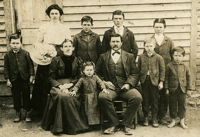 The George Caldwell family photographed in 1902. Husband, wife, six sons and two daughters pose for a portrait.