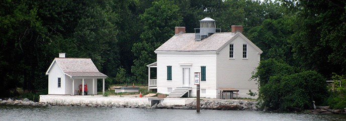 Jones Point Lighthouse from the Potomac River