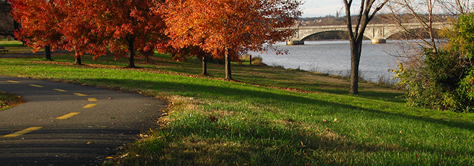 Mount Vernon Trail with fall foliage and Memorial Bridge in the background