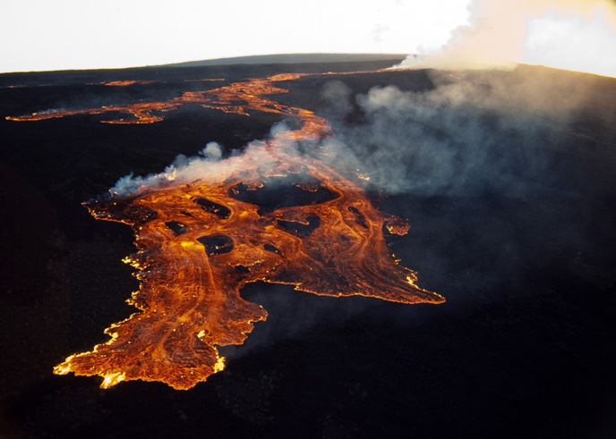 Lava flows from Mauna Loa Northeast Rift Zone, March 25, 1984