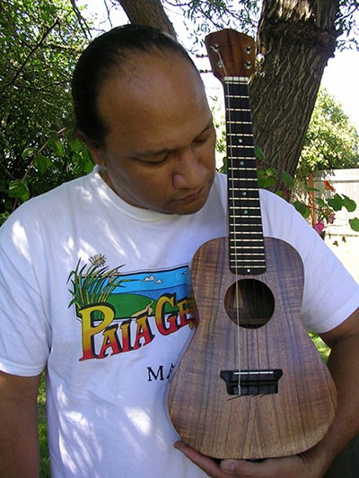 'Ukulele maker and player, Oral Abihai