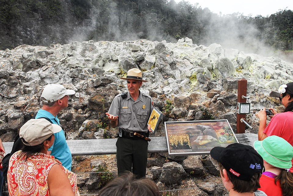 Ranger Dean addresses a group of visitors at Ha'akulamanu (Sulphur Banks)