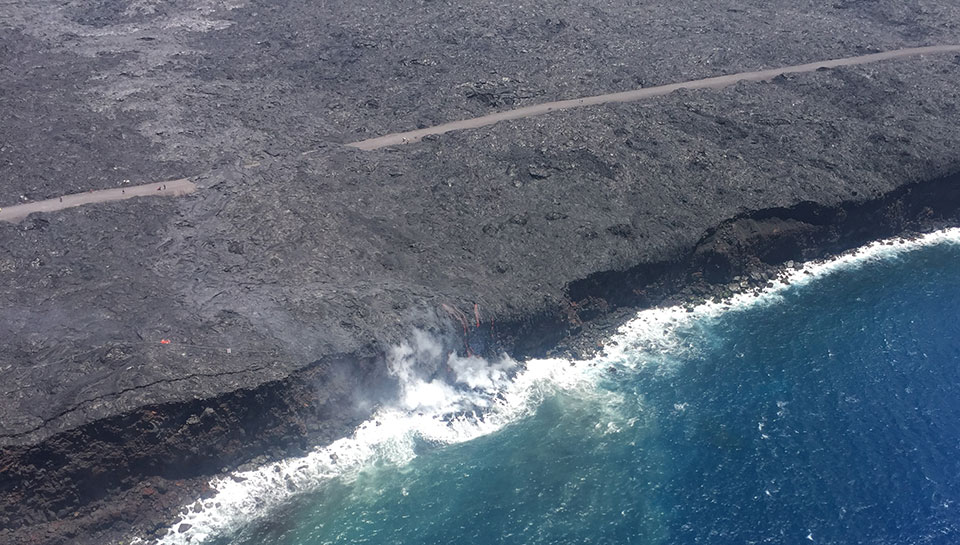The 61G lava flow from Pu'u 'Ō'ō crossed the emergency road on July 25 and entered the ocean at 1:12 am on July 26, 2016