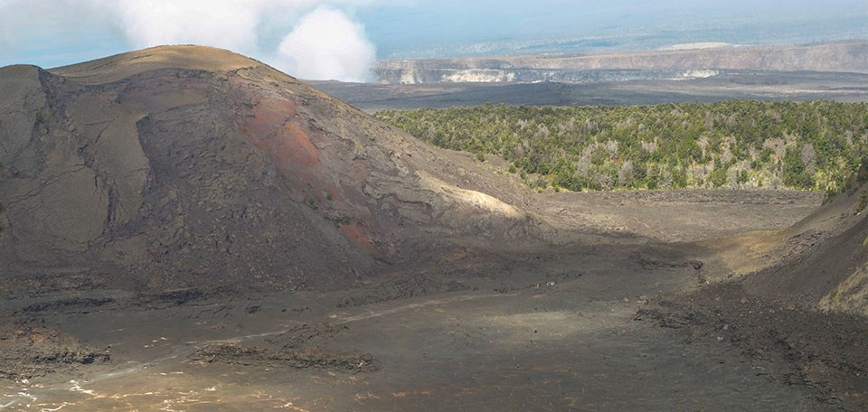Hikers on the Kīlauea Iki Trail