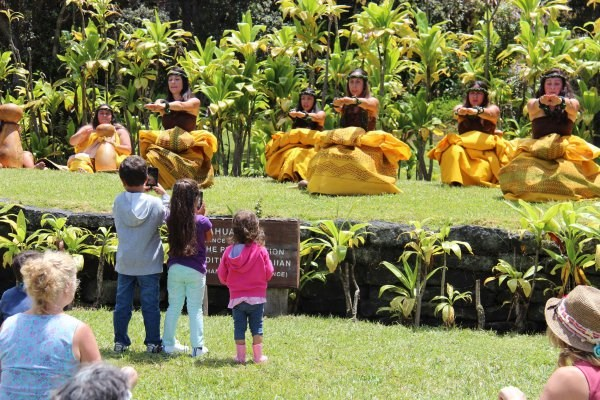 children watching hula