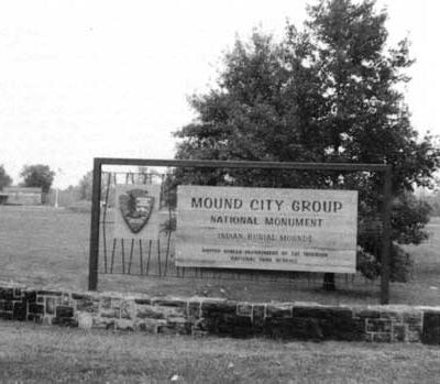 B&W picture of entrance sign